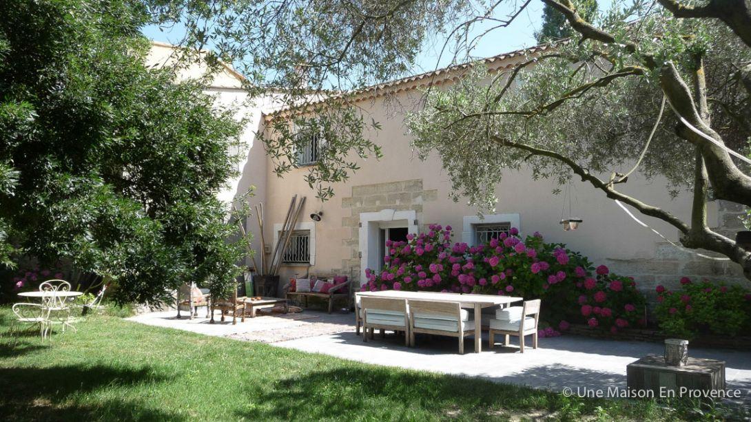 Une maison en provence town house tarascon 13 location for Acheter une maison en provence