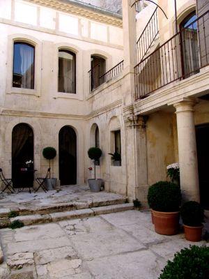 maison dhtes saint remy de provence 13